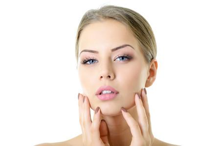 Contrastare l'invecchiamento del viso con un approccio olistico