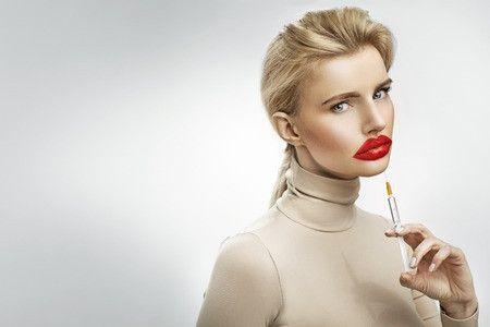 Per  rimuovere il silicone dalle labbra ci vuole il bisturi