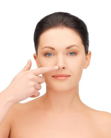 Un nuovo naso senza chirurgia con il rinofiller